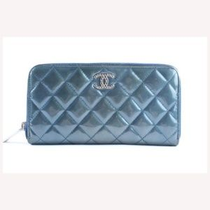 Quilted Long Zip Around Wallet 1CR0417